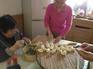饺子 (Chinese dumplings)